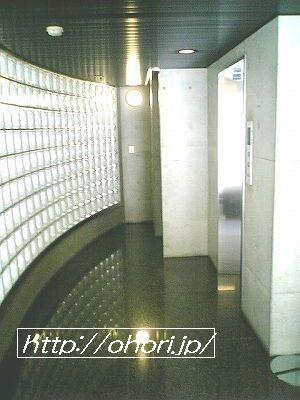 下北沢 賃貸 マンション デザイナーズ 外壁コンクリート打放 内装白大理石調床 オートロック 最上階角 写真2-2