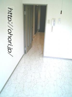下北沢 賃貸 マンション デザイナーズ 外壁コンクリート打放 内装白大理石調床 オートロック 最上階角 写真4-2