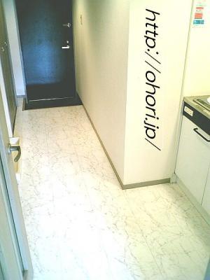 下北沢 賃貸 マンション デザイナーズ 外壁コンクリート打放 内装白大理石調床 オートロック 最上階角 写真8-2