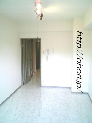 下北沢 賃貸 マンション デザイナーズ 外壁コンクリート打放 内装白大理石調床 オートロック 最上階角 写真9-2