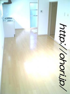 下北沢 賃貸 マンション 3階 1LDK 南西角三面採光 水周り・建具ほか室内新品の内装 写真3-2