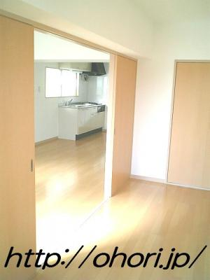 下北沢 賃貸 マンション 3階 1LDK 南西角三面採光 水周り・建具ほか室内新品の内装 写真6-2