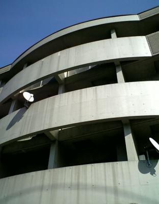 下北沢 賃貸 マンション デザイナーズ 4階 コンクリート打放 オートロック エレベーター 白大理石調床 外観写真2