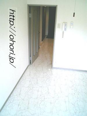 下北沢 賃貸 マンション デザイナーズ 4階 コンクリート打放 オートロック エレベーター 白大理石調床 写真3-1