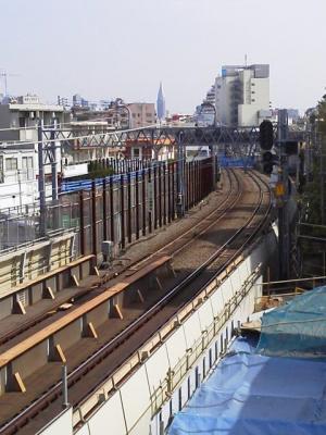本日、始発より東北沢駅、下北沢駅、世田谷代田駅のホームが地下化